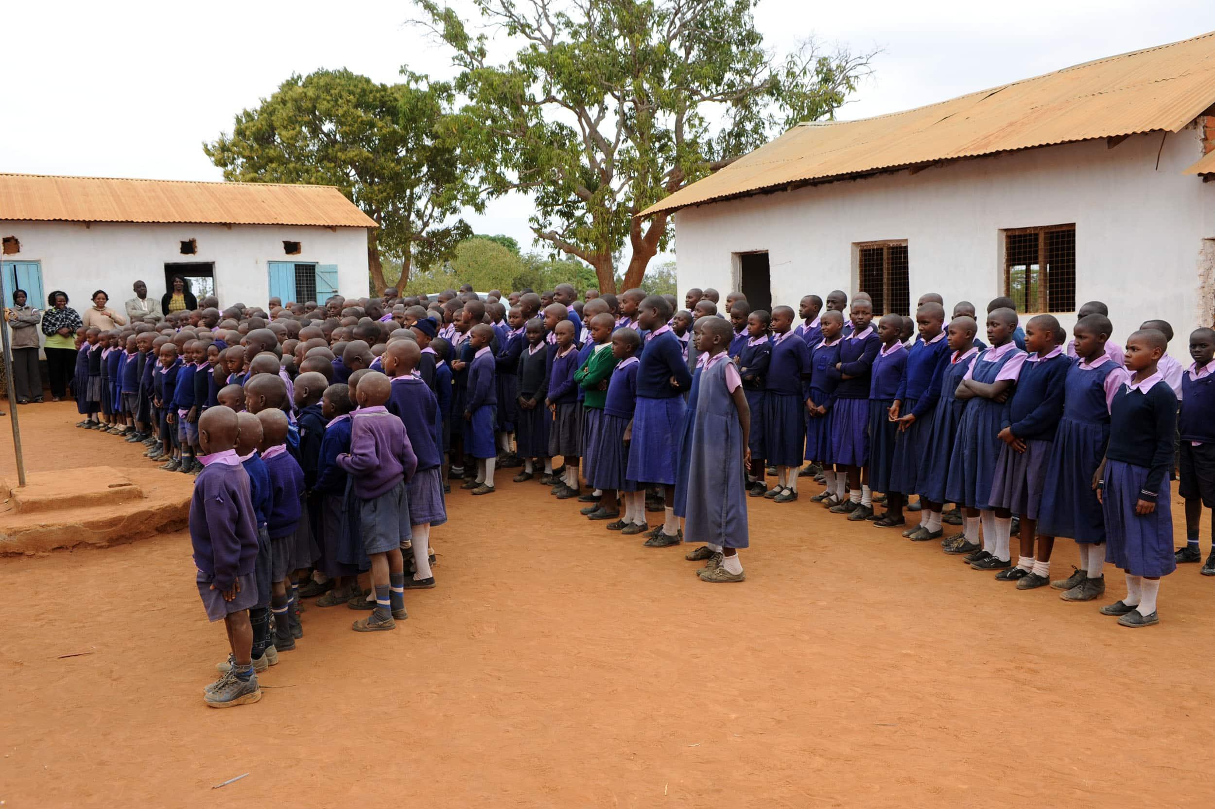 Puesta en marcha de una escuela y dotación de una biblioteca en Pere Atche