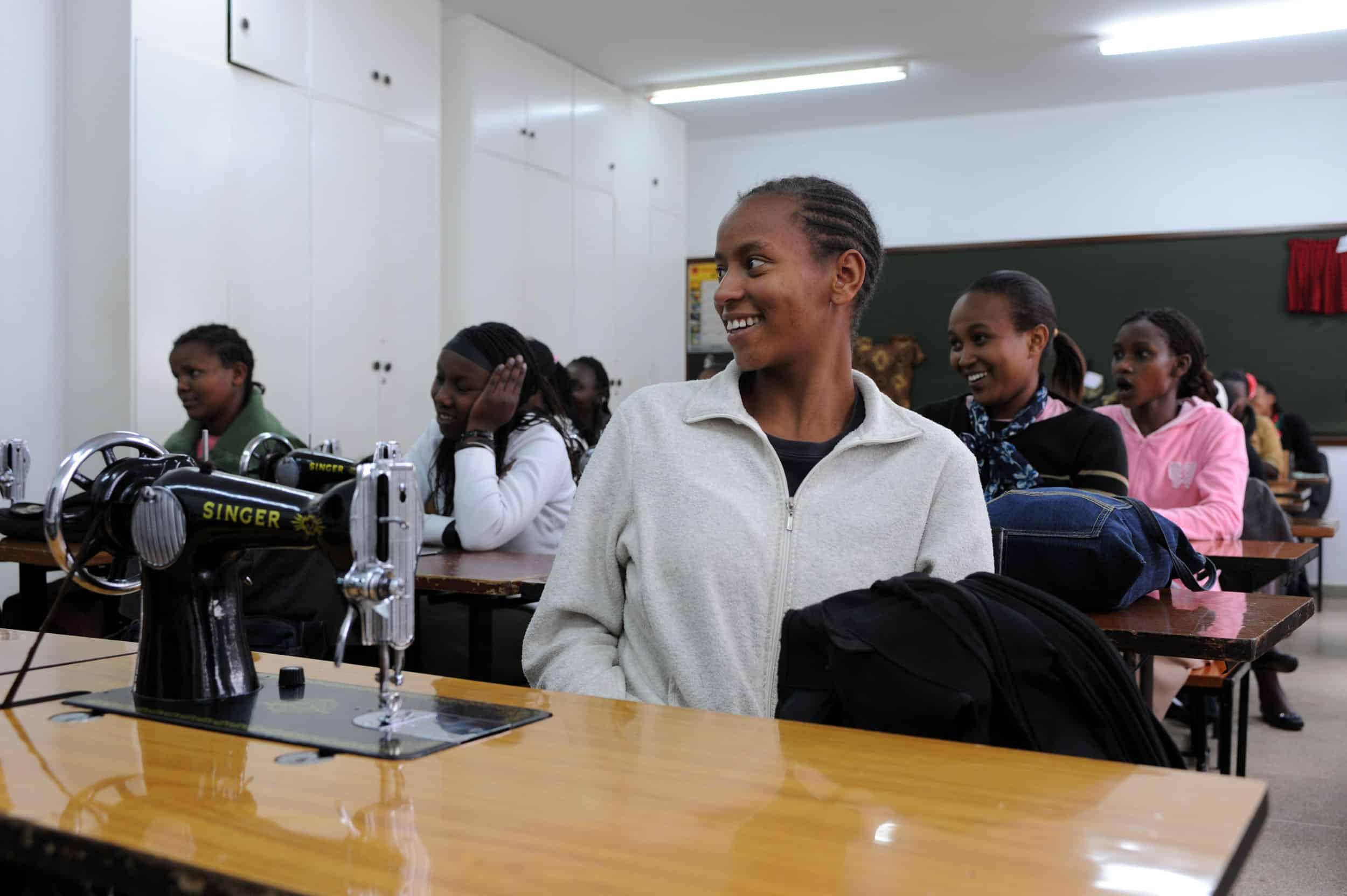 Curso de alfabetización, tareas domésticas e higiene en Loyangalani
