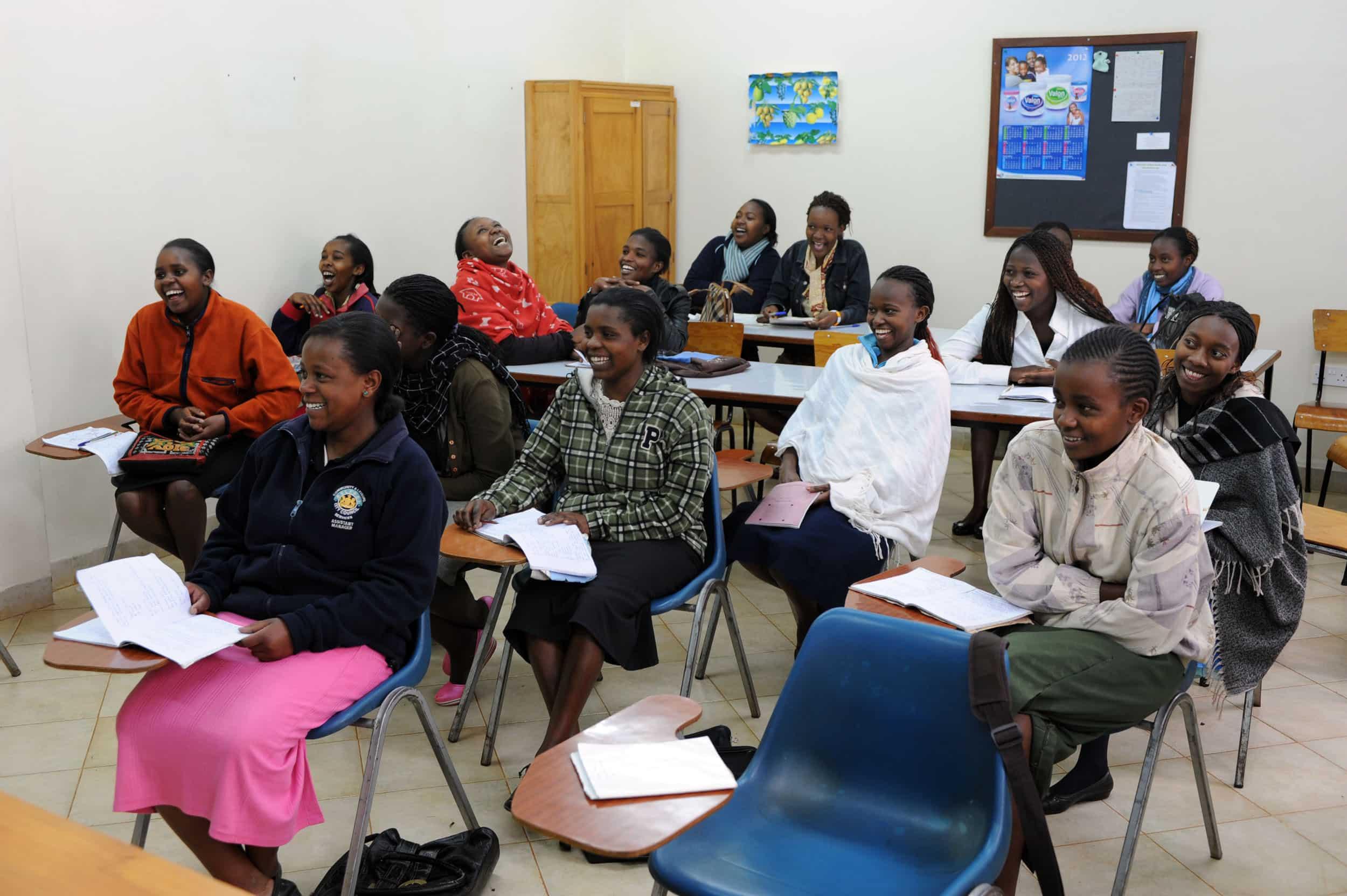 Proyecto de mejora en la formación de las mujeres marfileñas en el período postbélico