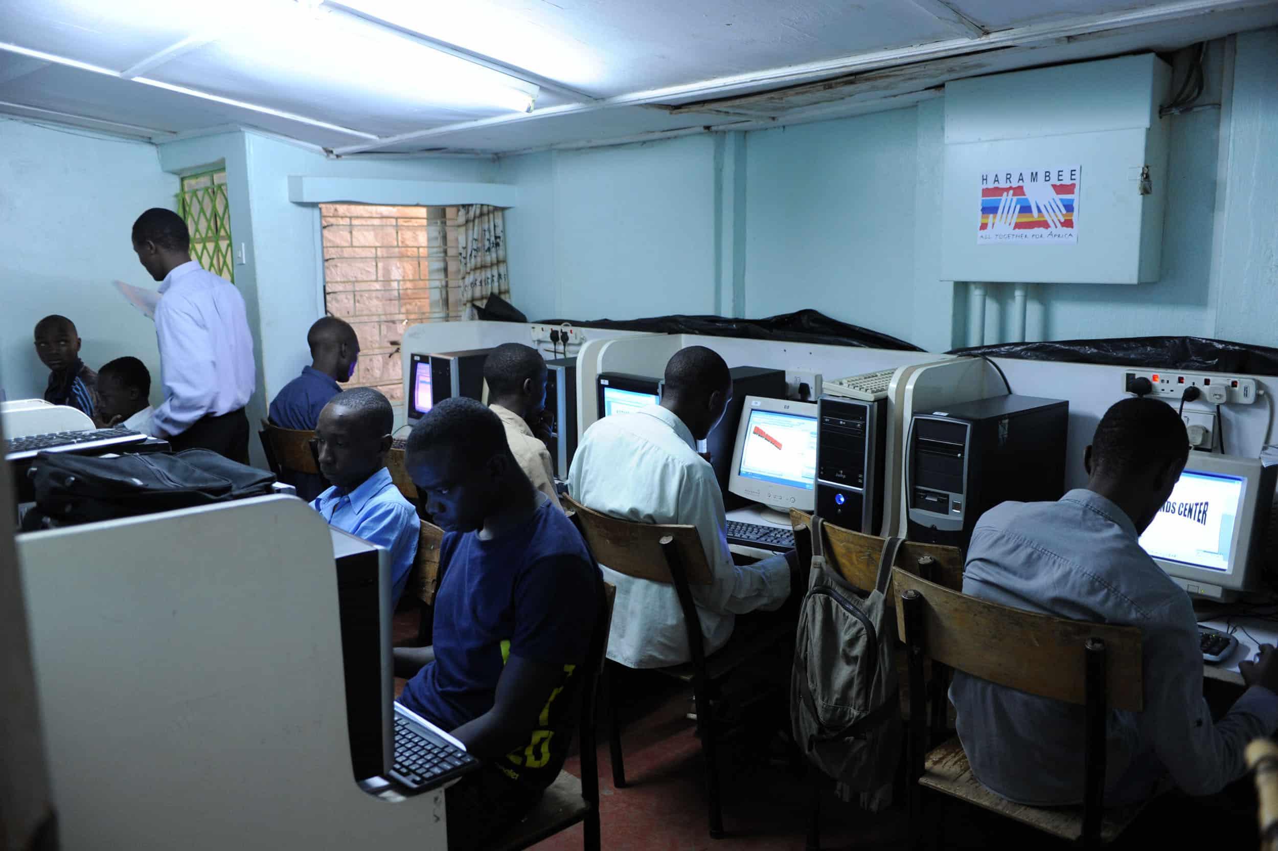 Puesta en marcha de un centro de formación informática para jóvenes