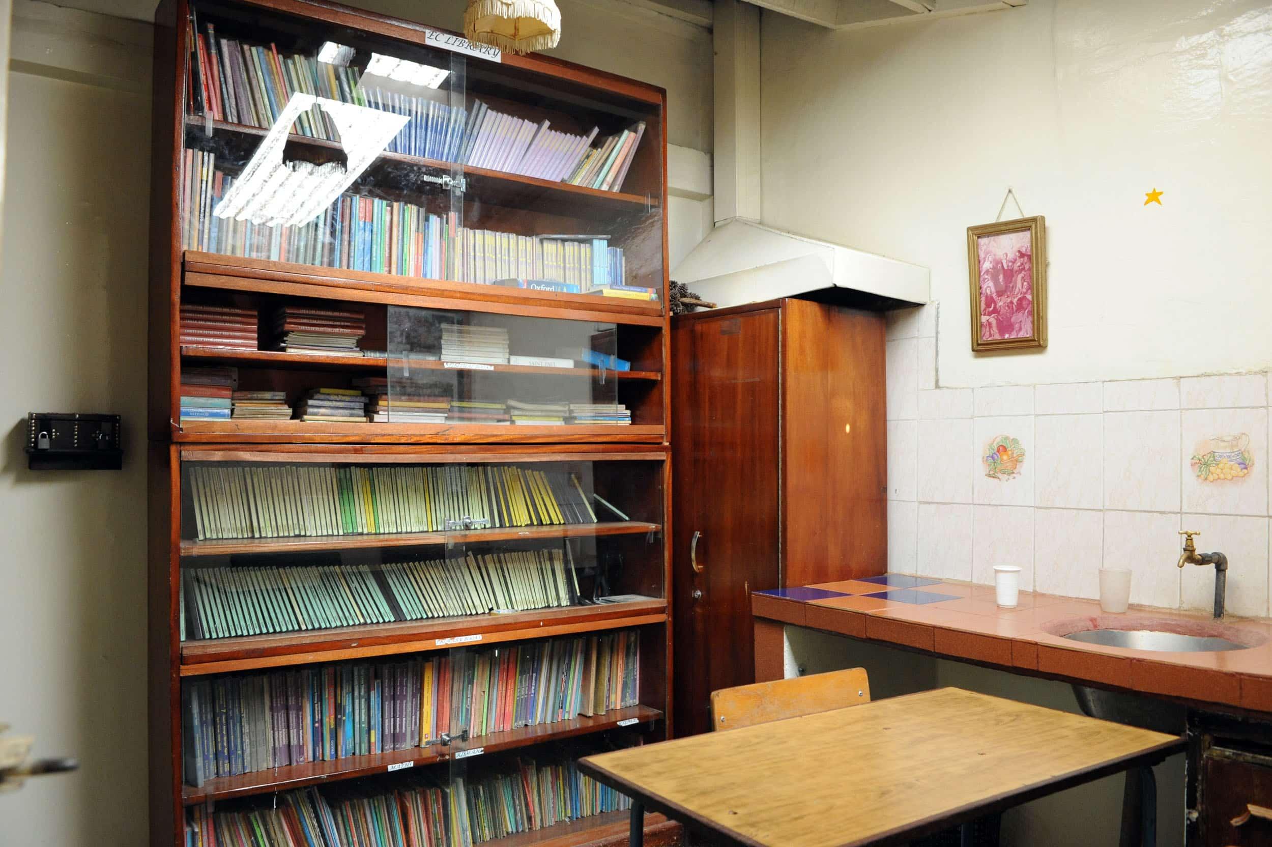 Biblioteca y aulas de informática