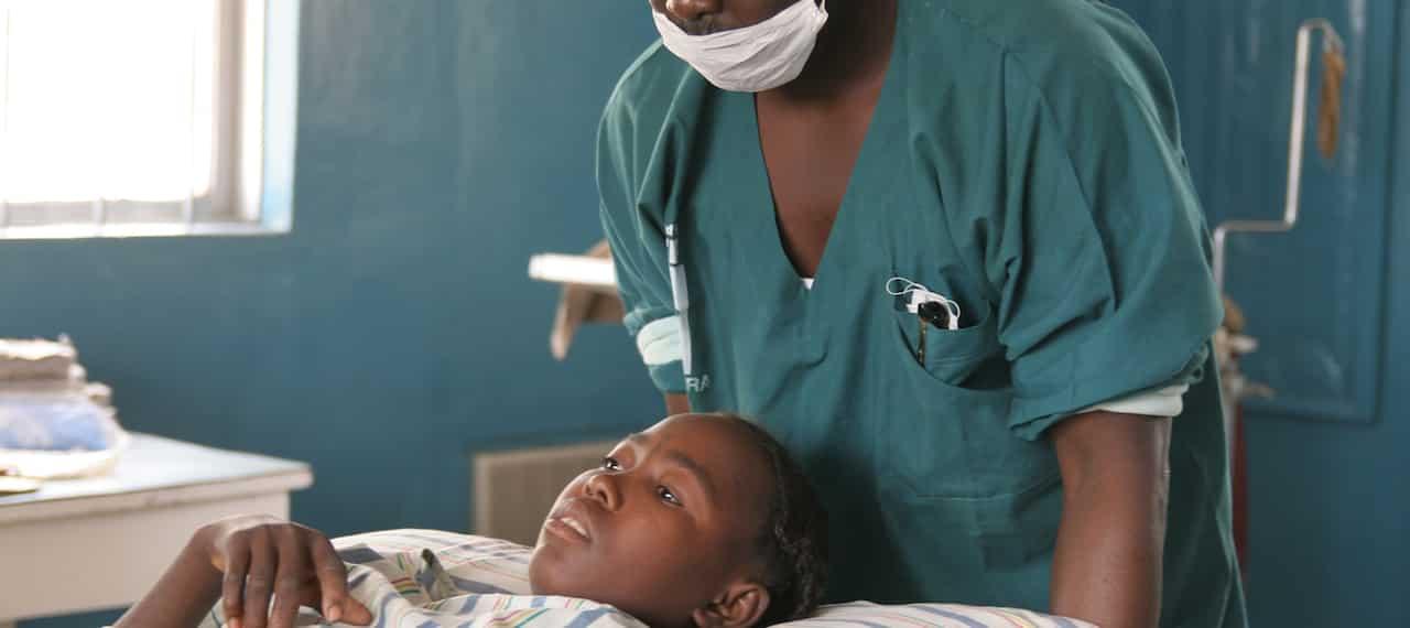 """Pabellón materno-infantil en el """"Niger Hospital and Diagnostic Centre"""""""