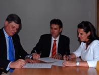 Firma del Convenio de Colaboración entre VidaCaixa, S.A., de Seguros y Reaseguros y la Asociación Harambee