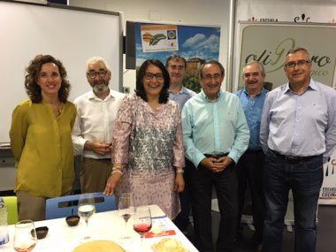 Julio Vallés junto a otros donantes de la cata
