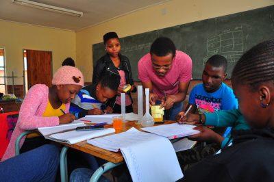 Apoyo académico a jóvenes en riesgo de exclusión social