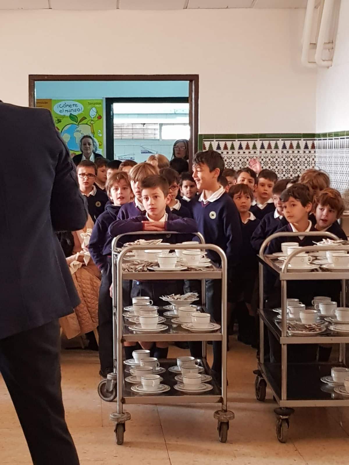 Desayuno y meriendas solidarias en colegio El Tomillar de Badajoz