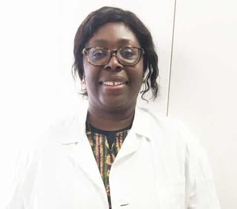 La Parasitóloga nigeriana Chiaka Anumudu investiga en la Universitat de Valencia