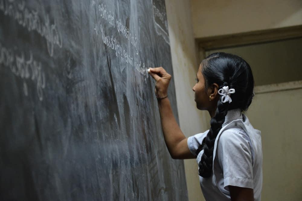 8 de septiembre: Día Internacional de la Alfabetización-Harambee-La educación es la clave del desarrollo- Educación de la mujer africana